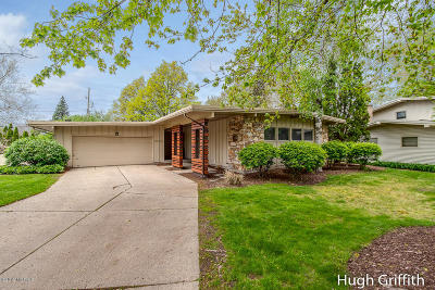 East Grand Rapids Single Family Home For Sale: 2663 Hampshire Boulevard SE