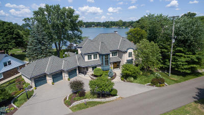 Battle Creek Single Family Home For Sale: 660 Country Club Drive