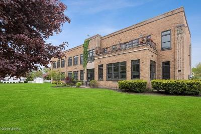 St. Joseph Condo/Townhouse For Sale: 2214 S State Street #107