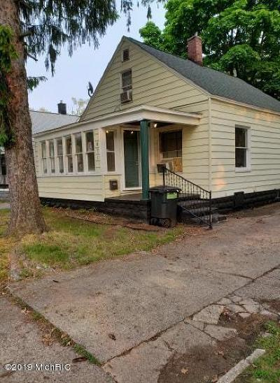 Muskegon County Single Family Home For Sale: 871 Emerson Avenue