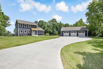 Allegan Single Family Home For Sale: 1758 Waters Pointe Dr