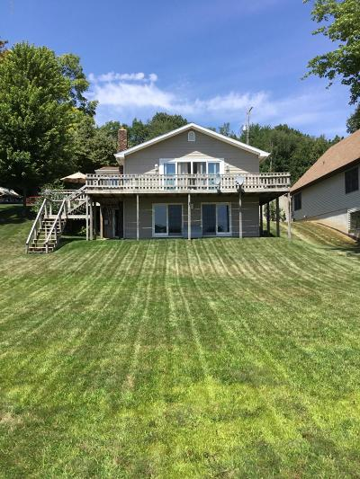 Clinton County, Gratiot County, Isabella County, Kent County, Mecosta County, Montcalm County, Muskegon County, Newaygo County, Oceana County, Ottawa County, Ionia County, Ingham County, Eaton County, Barry County, Allegan County Single Family Home For Sale: 4911 Lakefront Drive