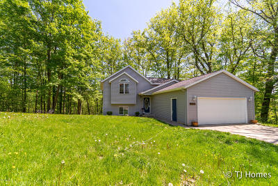 Single Family Home For Sale: 3170 River Hill Drive NW