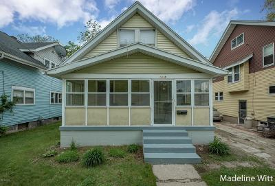 Grand Rapids Single Family Home For Sale: 1015 Dallas Avenue SE