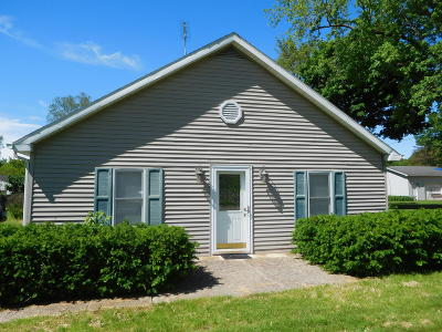 Niles Single Family Home For Sale: 139 E Bertrand Road