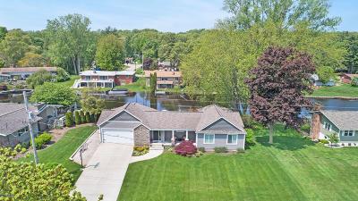 Grand Haven, Spring Lake Single Family Home For Sale: 15485 Howard Street