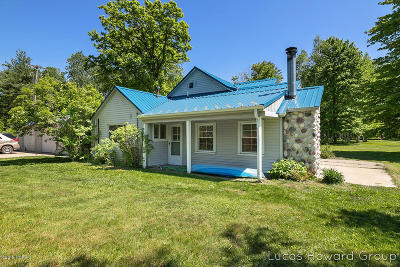 Big Rapids Single Family Home For Sale: 10727 Riverview Drive