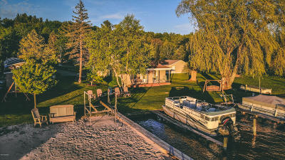 Benzie County, Charlevoix County, Clare County, Emmet County, Grand Traverse County, Kalkaska County, Lake County, Leelanau County, Manistee County, Mason County, Missaukee County, Osceola County, Roscommon County, Wexford County Single Family Home For Sale: 4525 N Lakeshore Drive #Unit #9