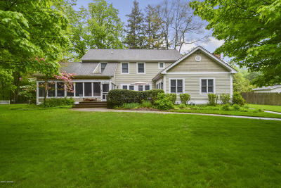 Saugatuck, Douglas Single Family Home For Sale: 247 Lakeshore Drive