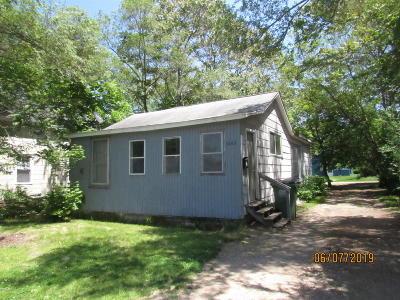 Benton Harbor Single Family Home For Sale: 1065 Superior Street