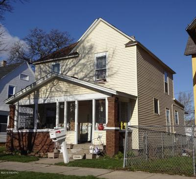 Single Family Home For Sale: 907 Caulfield Avenue SW