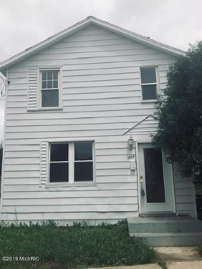 Grand Rapids Single Family Home For Sale: 1059 Walker Avenue NW
