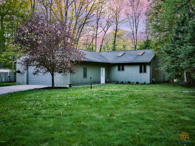 Muskegon Single Family Home For Sale: 265 N Peterson Road