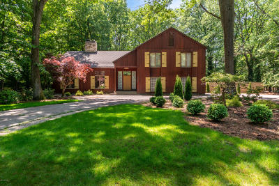Norton Shores Single Family Home For Sale: 1519 Middlebrook Drive