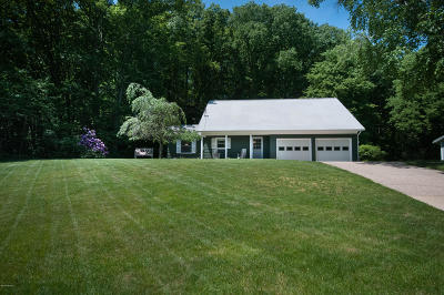 Grand Haven Single Family Home For Sale: 15077 Fairmount Court
