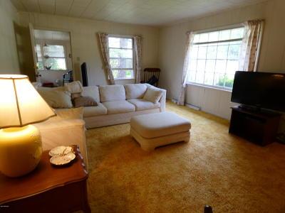 Benton Harbor Single Family Home For Sale: 3978 Evergreen Lane
