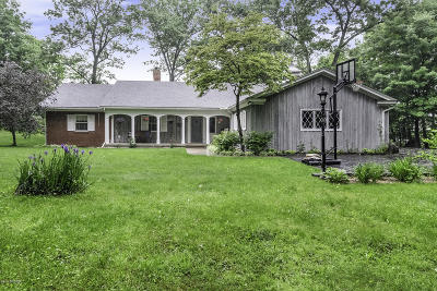 Clinton County, Gratiot County, Isabella County, Kent County, Mecosta County, Montcalm County, Muskegon County, Newaygo County, Oceana County, Ottawa County, Ionia County, Ingham County, Eaton County, Barry County, Allegan County Single Family Home For Sale: 440 Lake Drive