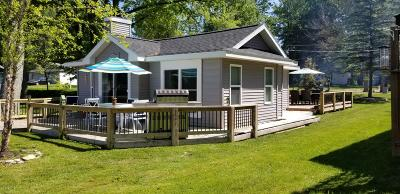 Clinton County, Gratiot County, Isabella County, Kent County, Mecosta County, Montcalm County, Muskegon County, Newaygo County, Oceana County, Ottawa County, Ionia County, Ingham County, Eaton County, Barry County, Allegan County Single Family Home For Sale: 121 N Coolidge Drive