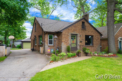 Grand Rapids Single Family Home For Sale: 2618 Eastern Avenue SE