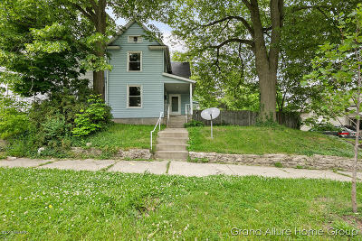 Grand Rapids Single Family Home For Sale: 1049 3rd Street NW