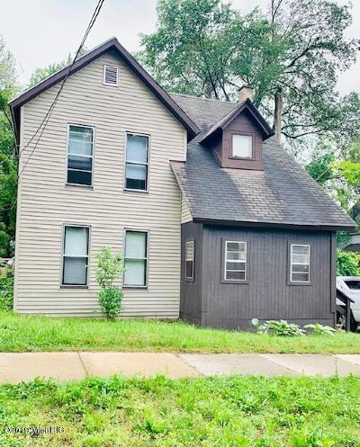 Grand Rapids Single Family Home For Sale: 312 Spencer Street NE