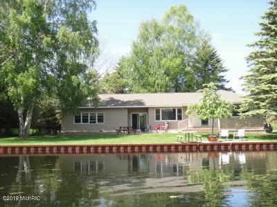 Benzie County, Charlevoix County, Clare County, Emmet County, Grand Traverse County, Kalkaska County, Lake County, Leelanau County, Manistee County, Mason County, Missaukee County, Osceola County, Roscommon County, Wexford County Single Family Home For Sale: 16854 Northwood Highway