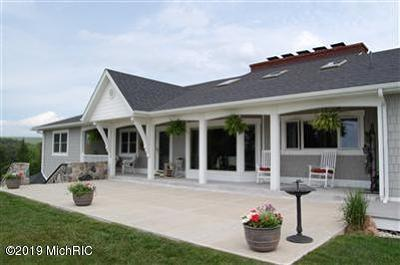Ludington Single Family Home For Sale: 4209 S Lakeshore Drive