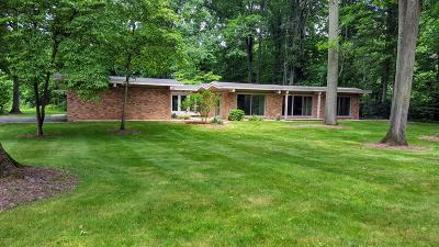 Benton Harbor Single Family Home Active Backup: 1248 Point O Woods Drive