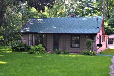 Niles Single Family Home For Sale: 109 Silverbrook Avenue