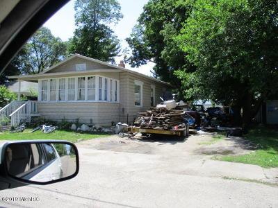 Hartford Single Family Home For Auction: 410 S Center Street