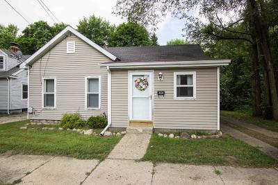 Dowagiac Single Family Home For Sale: 404 Michigan Avenue