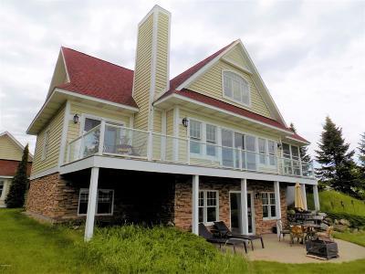 Onekama Single Family Home For Sale: 7616 1st Street