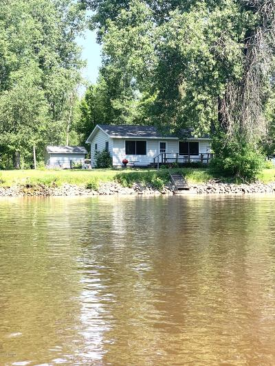 Benzie County, Charlevoix County, Clare County, Emmet County, Grand Traverse County, Kalkaska County, Lake County, Leelanau County, Manistee County, Mason County, Missaukee County, Osceola County, Roscommon County, Wexford County Single Family Home For Sale: 4987 Beaver Road