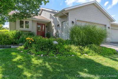 Grand Rapids Condo/Townhouse For Sale: 2605 Rolling Ridge Lane NW #33