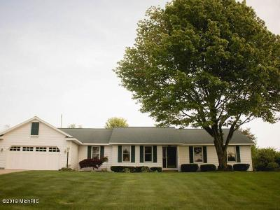 Grand Haven, Spring Lake, Ferrysburg Single Family Home For Sale: 17593 Hiawatha Drive