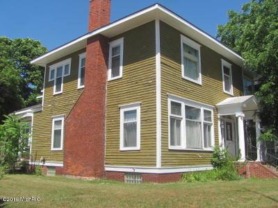 Ludington Single Family Home For Sale: 401 E Ludington Avenue