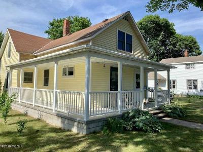 Ludington Single Family Home For Sale: 613 E Melendy Street