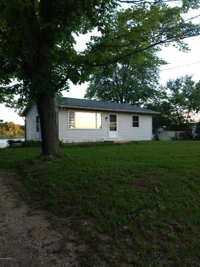Clinton County, Gratiot County, Isabella County, Kent County, Mecosta County, Montcalm County, Muskegon County, Newaygo County, Oceana County, Ottawa County, Ionia County, Ingham County, Eaton County, Barry County, Allegan County Single Family Home For Sale: 639 Ruby Rd Road