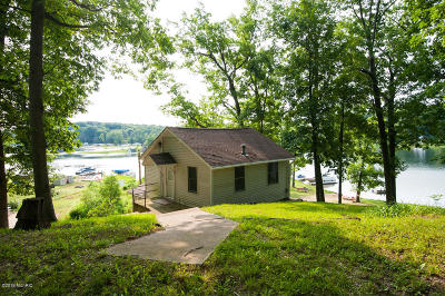 Clinton County, Gratiot County, Isabella County, Kent County, Mecosta County, Montcalm County, Muskegon County, Newaygo County, Oceana County, Ottawa County, Ionia County, Ingham County, Eaton County, Barry County, Allegan County Single Family Home For Sale: 6824 Lake Drive