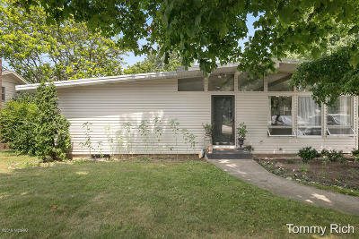 Clinton County, Gratiot County, Isabella County, Kent County, Mecosta County, Montcalm County, Muskegon County, Newaygo County, Oceana County, Ottawa County, Ionia County, Ingham County, Eaton County, Barry County, Allegan County Single Family Home For Sale: 5083 10 Mile Road NE