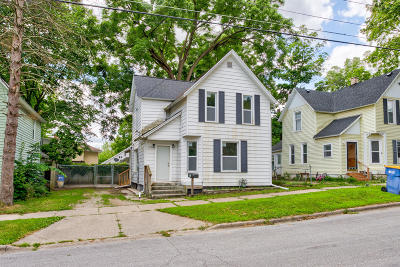 Grand Rapids Single Family Home For Sale: 1038 3rd Street NW