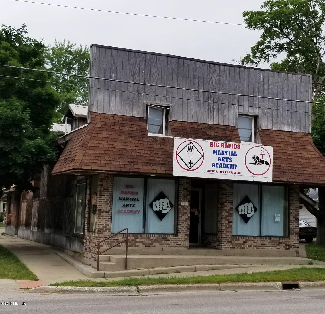 701 Maple Street, Big Rapids, MI   MLS# 19035063   Central