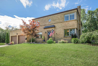 East Grand Rapids Single Family Home For Sale: 2860 Maplewood Drive SE