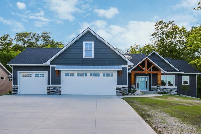 Hudsonville Single Family Home For Sale: 8287 Redfield Court