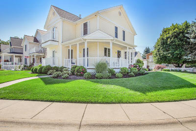 South Haven Single Family Home For Sale: 312 Oak Way Drive