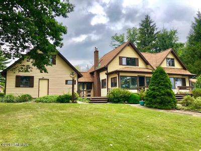 Paw Paw Single Family Home For Sale: 44439 N Shore Drive