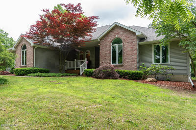 Paw Paw Single Family Home For Sale: 30473 Hidden Pines Drive