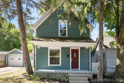 Grand Rapids Single Family Home For Sale: 604 Lamberton Street NE