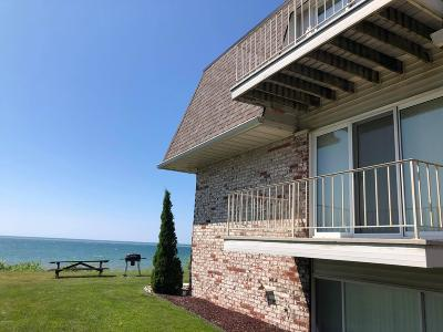 Condo/Townhouse Active Backup: 3610 Lakeshore Drive #30