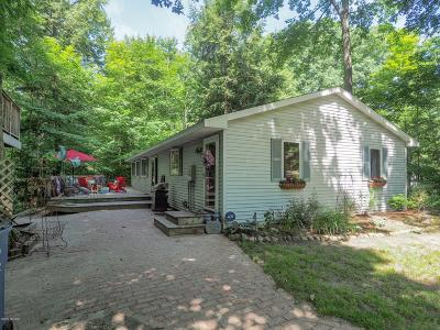 South Haven Single Family Home For Sale: 7118 Maple Avenue